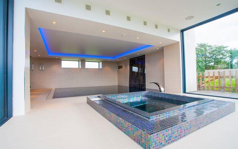level deck luxury pool